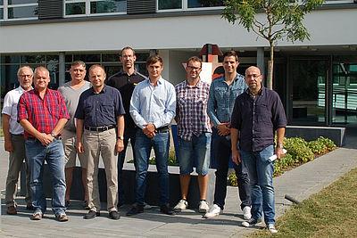 Gruppenfoto der sieben neuen Ausbilder für den Bereich Kunststoffverarbeitung