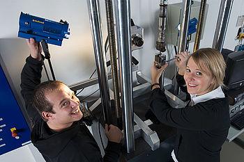 Detaillierte Werkstoffprüfungen bilden die Basis für Materialmodelle