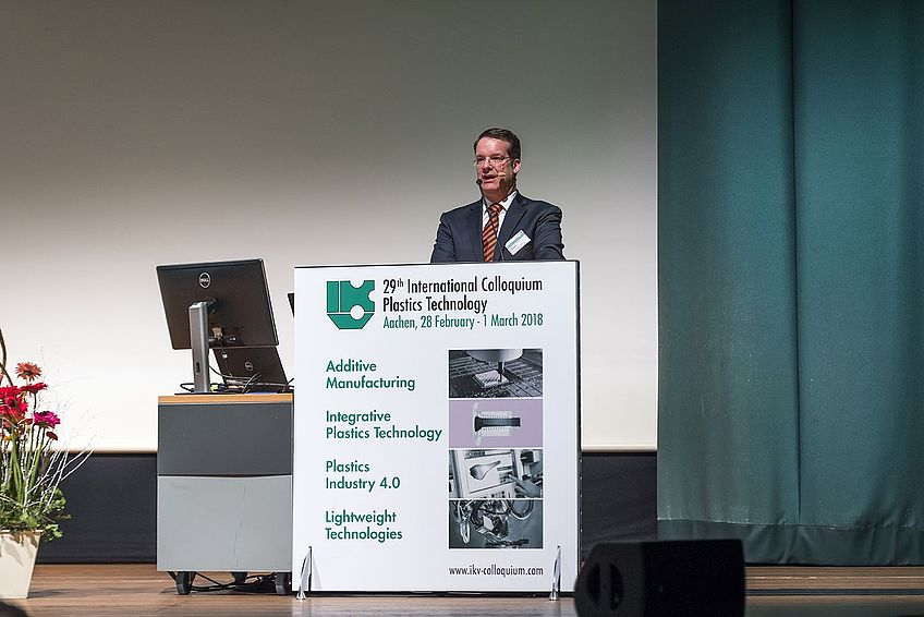 Univ.-Prof. Dr.-Ing. Christian Hopmann, Leiter des Instituts für Kunststoffverarbeitung