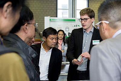 Die wissenschaftlichen Mitarbeiter des IKV führten die Besucher durch die Technika des Instituts