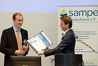 Jonas Müller receives the SAMPE Innovation Award at the award ceremony in Dresden