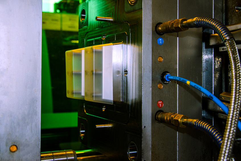 Self-optimising injection moulding