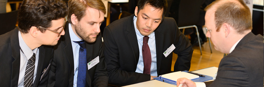 IKV graduates and also scientific assistants who have gained their PhD use the IKV alumni network as a stepping stone to a career in the plastics industry. IKV supports active networking in many different ways. | Photo: IKV / Fröls