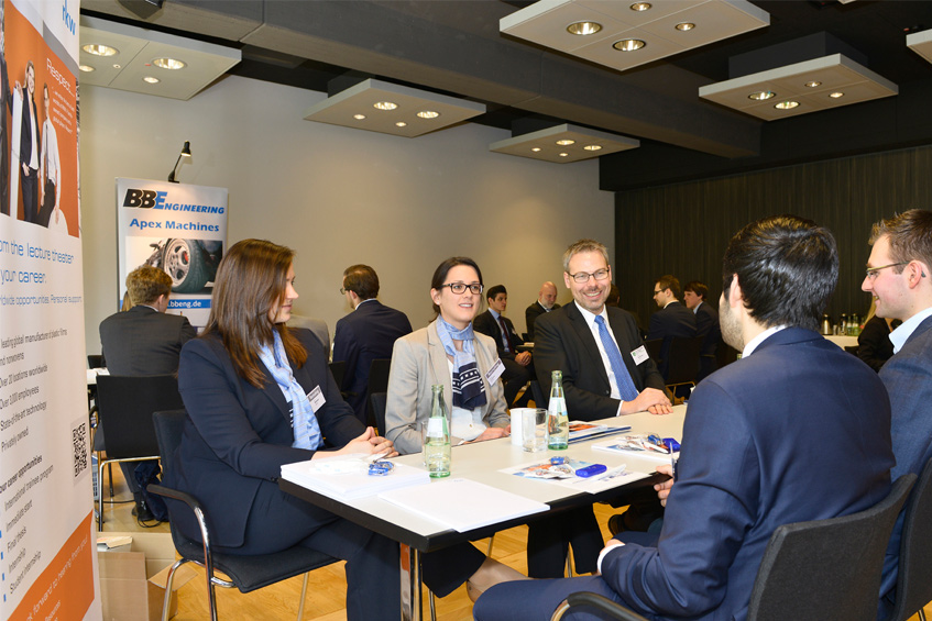 Recruiting-Event: Unternehmen lernen Studierende und Absolventen der Kunststofftechnik kennen.