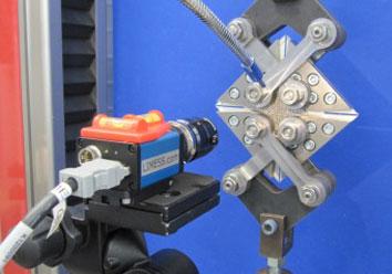 Optische Erfassung einer Elastomerprobe unter Schubbelastung
