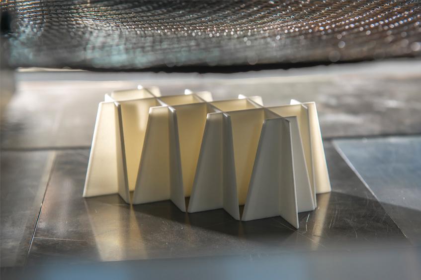 Das Projekt LightFlex ermöglicht eine werkzeugungebundene Fertigung individualisierter TP-FVK Bauteile auf Basis von Rapid-Prototypingstrukturen und individuell angepassten, belastungsgerecht verstärkten Organoblechen