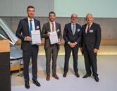 from left to right: Wolfgang Hinz (KraussMaffei), Benedikt Kilian (Covestro), Albrecht Manderscheid (CANNON, als FSK-Vorstandsvorsitzender), Dr. Alexander Strietholt (Dow Deutschland, als ehemaliger Sprecher der FSK-Fachgruppe PUR)