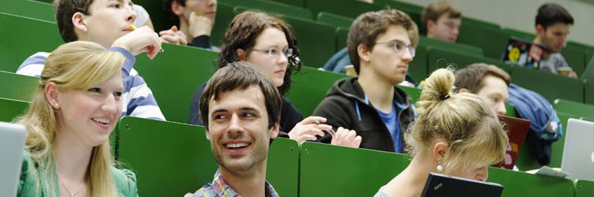 Studierende der Kunststofftechnik im Hörsaal