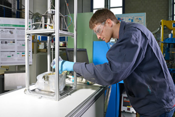 Student working in the pilot plant for polyurethanes