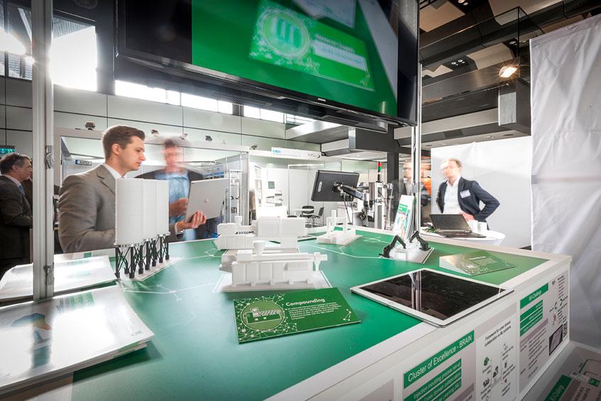 Das IKV präsentiert mittels Augmented Reality Möglichkeiten und Mehrwert einer informatorisch und materiell vernetzten Fertigung
