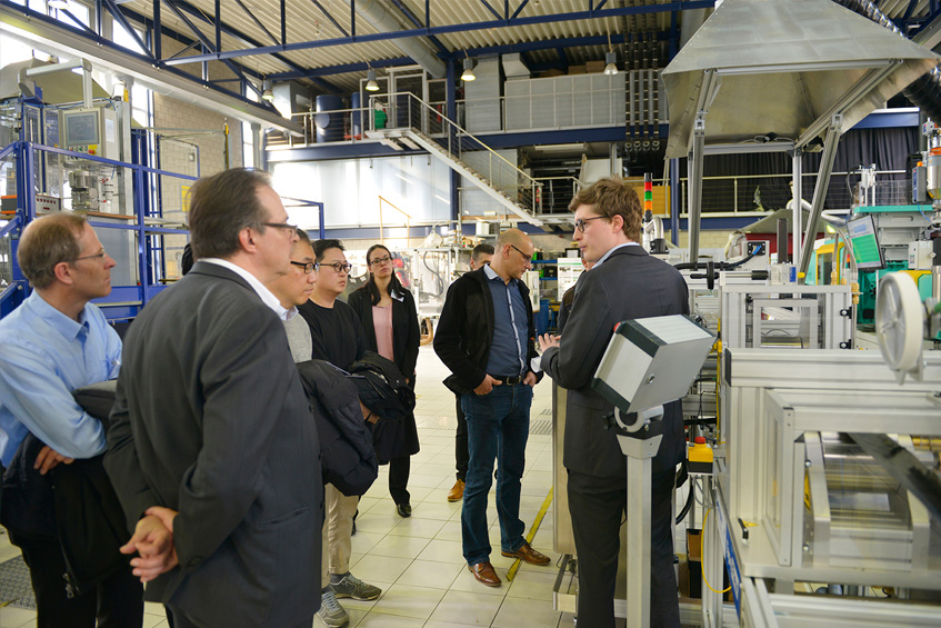 Visitors in the IKV pilot plant for fibre reinforced plastics